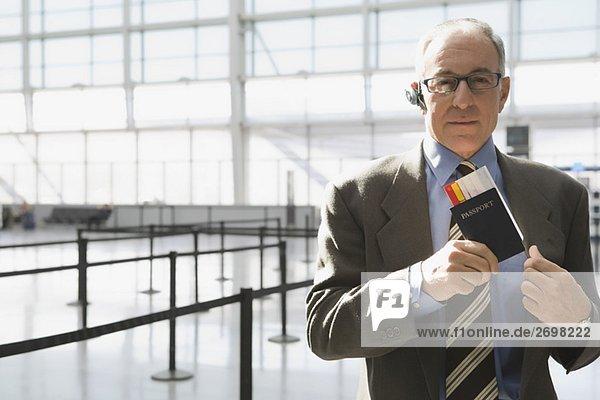 Flugzeug Portrait Geschäftsmann Fahrschein
