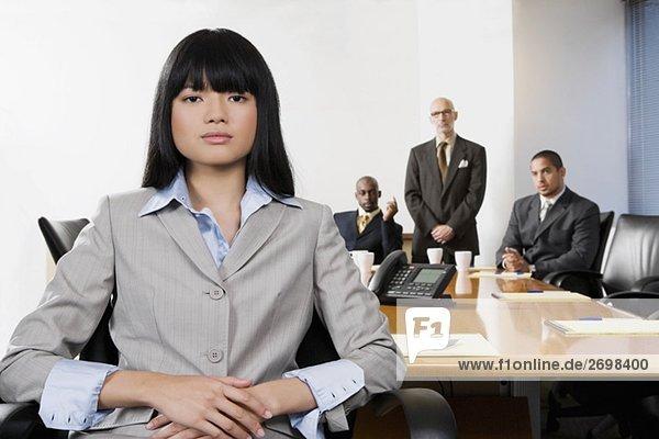 Portrait Geschäftsfrau Hintergrund Kollege