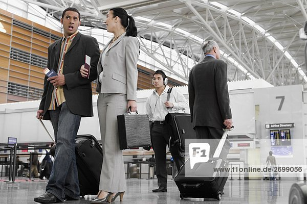 gehen Flughafen Wirtschaftsperson Business