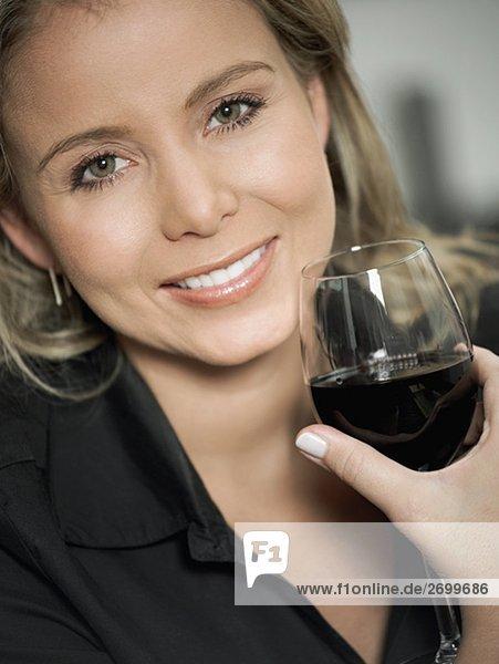 Portrait Frau Glas halten Rotwein Mittelpunkt Erwachsener