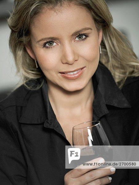 Portrait, Frau, Glas, halten, Rotwein, Mittelpunkt, Erwachsener