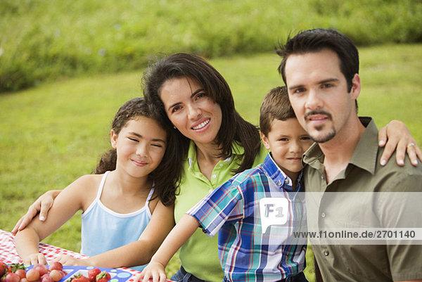 Porträt von Eltern mit ihren Kindern