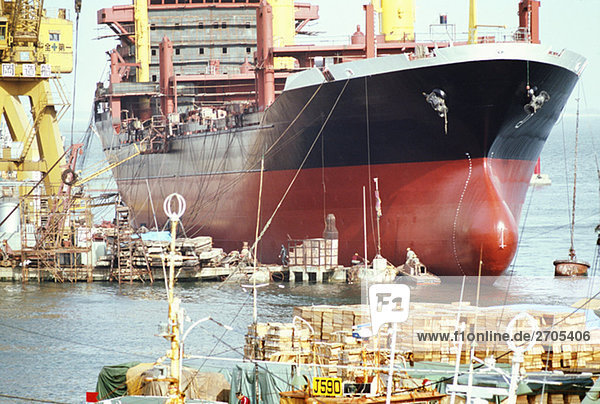 Schiff vor Anker lag  in einen Hafen  Supertanker Bau  Fukuoka  Japan
