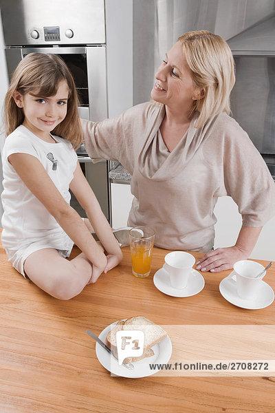 Frau Großmutter reifer Erwachsene reife Erwachsene Frühstück
