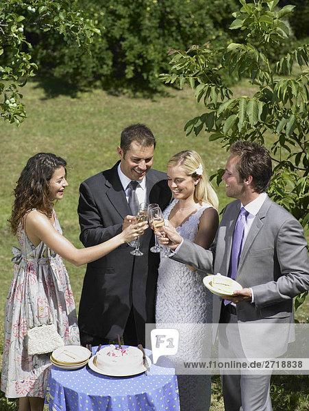 Hochzeits-Toast auf das Paar