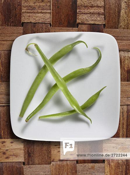 Grüne Bohnen auf Teller  erhöhte Ansicht
