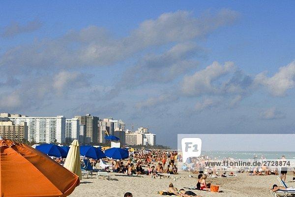Touristen am Strand  Miami Beach  Florida  USA
