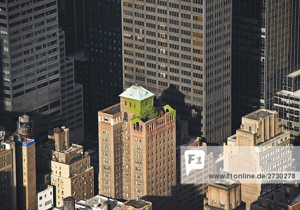 Blick auf ein Hochhaus mit einem Dachgarten  New York City  New York  USA