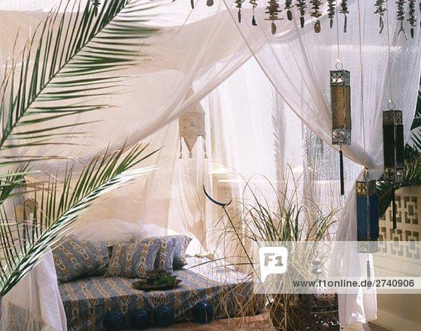 accessoire appartement arecaceae baum bauwerk beleuchtung lizenzfreies bild bildagentur. Black Bedroom Furniture Sets. Home Design Ideas