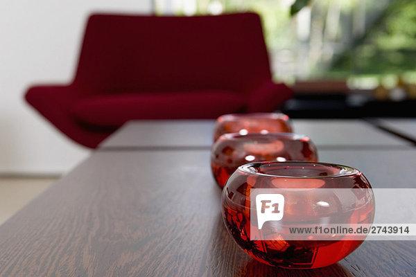 Drei Kerzen für eine Tabelle