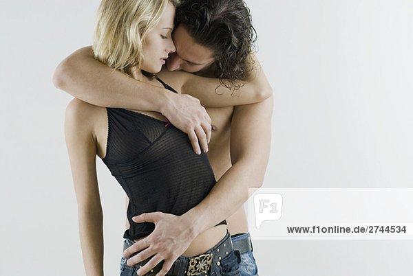 junges Paar romancing