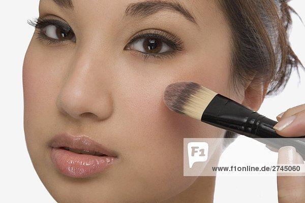Portrait einer jungen Frau anwenden-Make-up