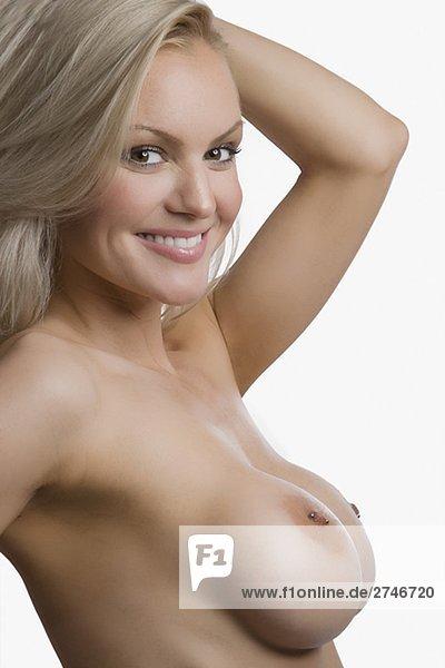 Porträt von nackte junge Frau posieren