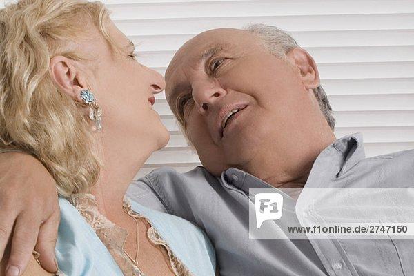 Nahaufnahme von einem älteres Paar lächelnd