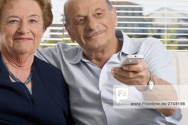 älteres Paar Fernsehen