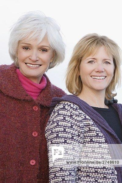 Portrait einer Frau senior und eine reife Frau lächelnd