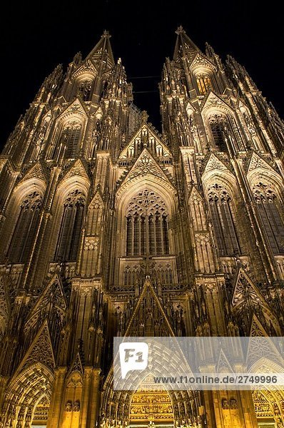 Ko¨lner Dom  offiziell Hohe Domkirche St. Peter Und Maria  Köln  Deutschland