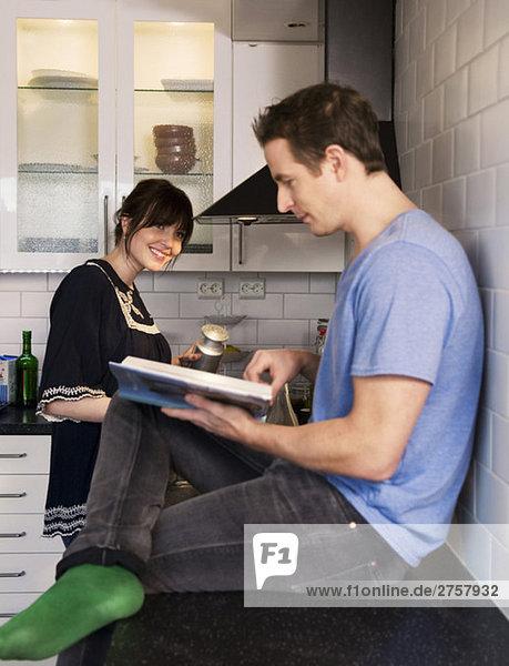 Mann und Frau beim Kochen