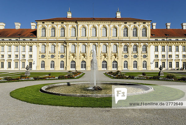 alte architektur barock bayerische bayern ber hmten blauer himmel brunnen burg deutsch. Black Bedroom Furniture Sets. Home Design Ideas