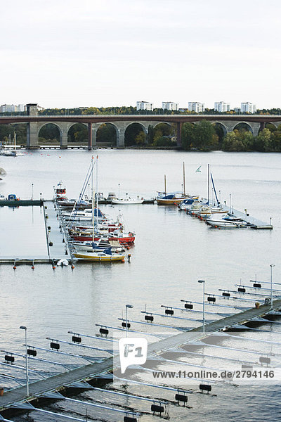 Schweden  Stockholm  Boote verankert in marina