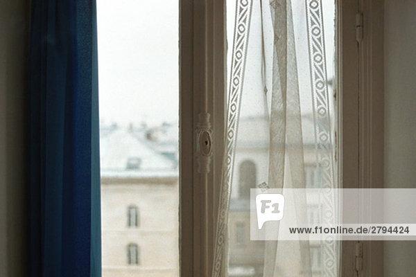 Fenster mit Blick auf die umliegenden Dächer Fenster mit Blick auf die umliegenden Dächer