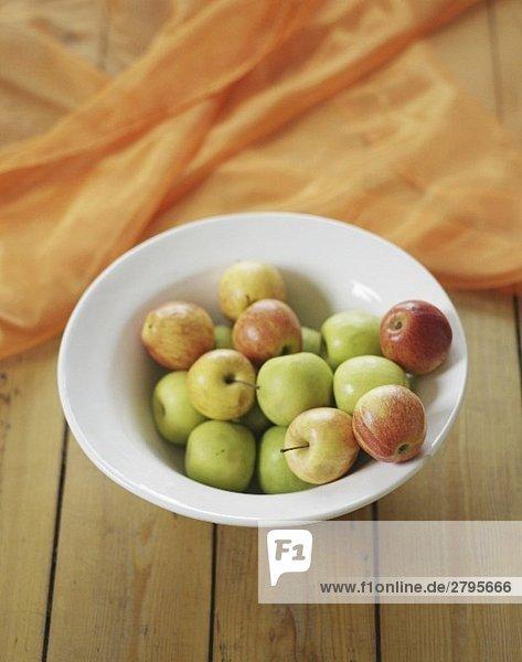 Äpfel in einer Schale