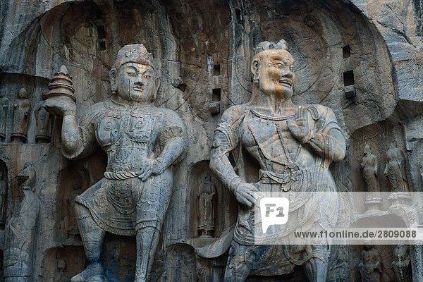 Zwei Skulpturen in Longmen Grotte  Luoyang