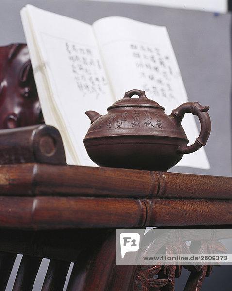 Ein Foto von Stillleben mit chinesischen traditionellen Teekanne