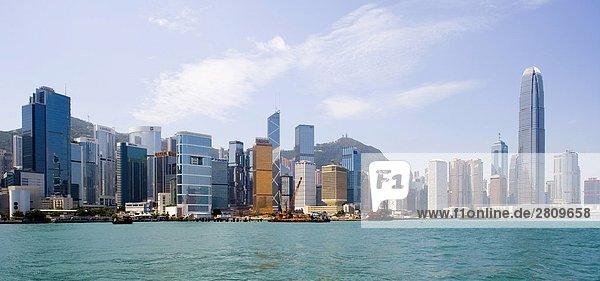 Meer und Wolkenkratzern  Hong Kong