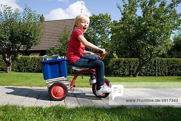 Gegenstand Recycling Fahrrad Rad Mädchen
