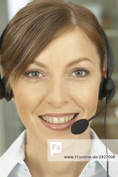 Nahaufnahme of female Call Center-Agenten