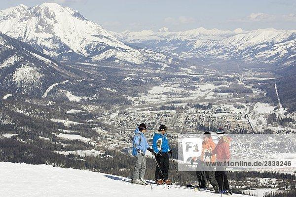 Gruppe von Skifahrer und Snowboarder in Fernie Alpine Resort  Fernie  British Columbia  Kanada.