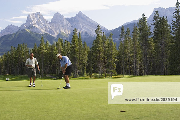 Golfen in Kananaskis Country  Alberta  Kanada.