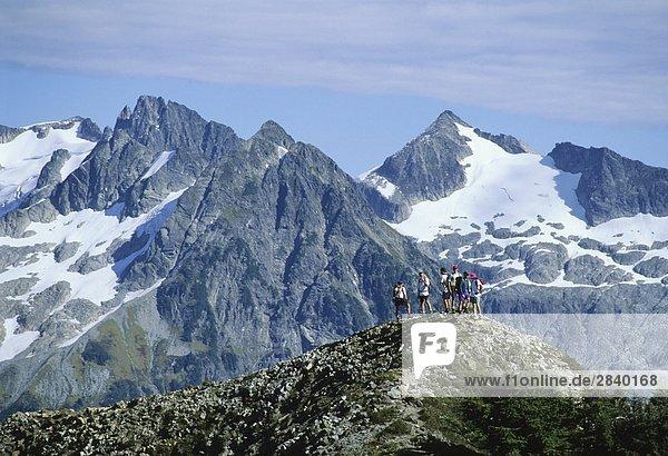 Eine Gruppe von Wanderer genießen der Landschaft Garibaldi Provincial Park  British Columbia  Kanada.