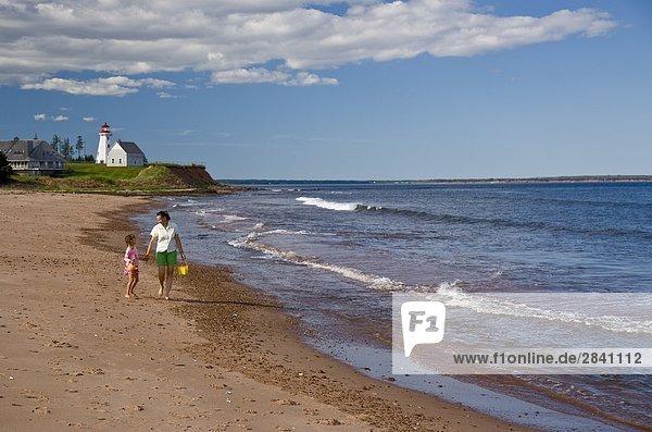 junge Frau junge Frauen Strand Forschung Insel Tochter Kanada Prince Edward Island