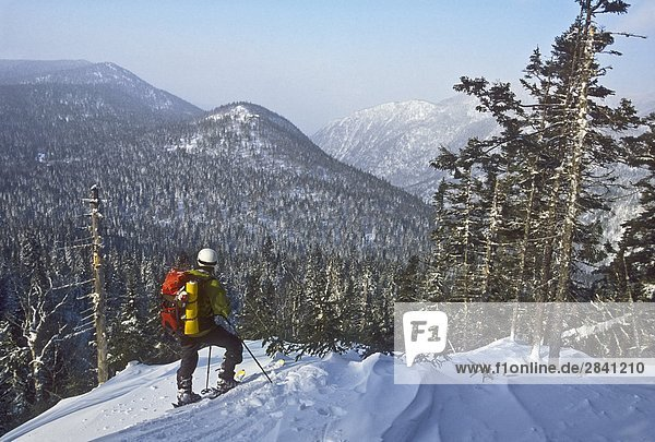 Telemarkfahrer in die Chic-Choc Berge  Québec  Kanada.
