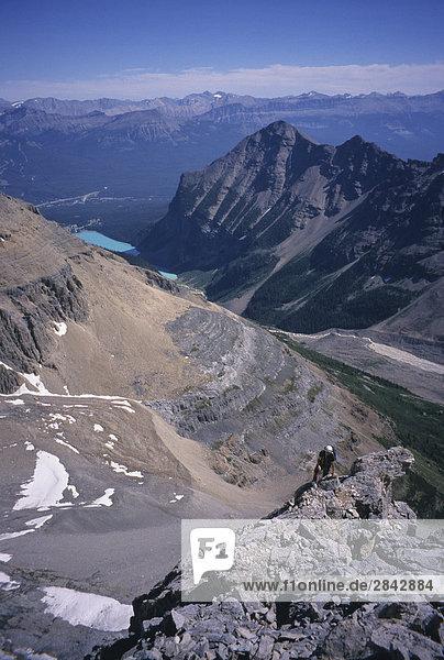 Bergsteiger auf dem nord-östlich von unbenannten Peak Banff Nationalpark Rocky Mountains  Alberta  Kanada.