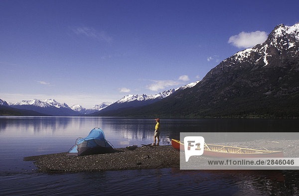 Kanu Campiong auf Tatlayoko Lake  British Columbia  Kanada.