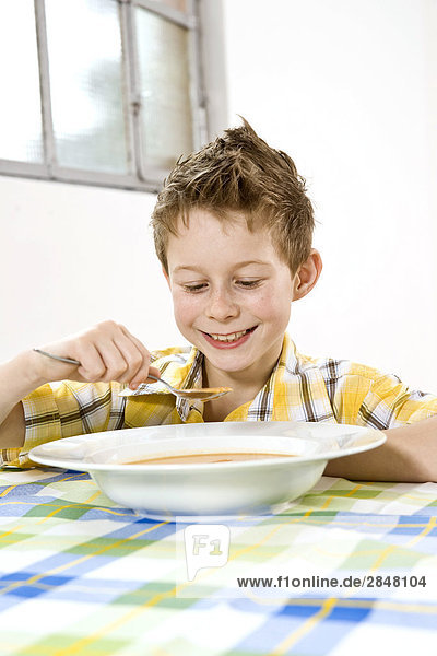 Boy mit Suppe