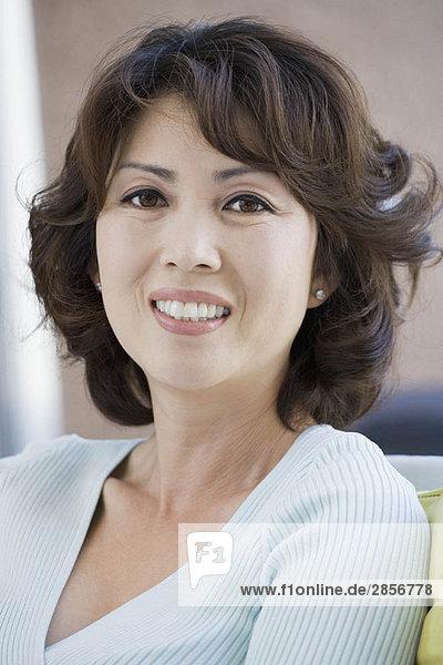 Porträt einer lächelnden reifen Frau