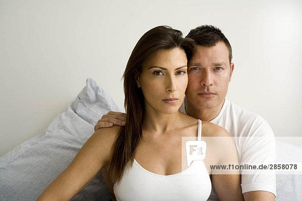 Porträt eines jungen Paares zu Hause