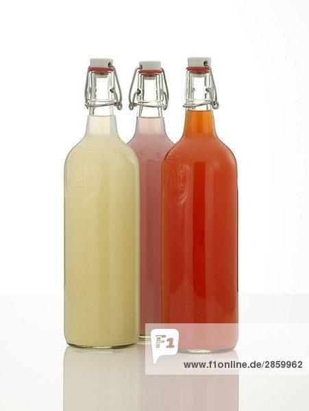 Drei Flaschen Limonade
