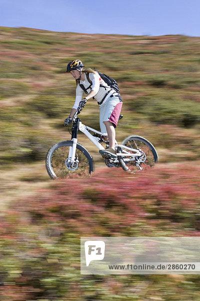 Österreich  Salzburger Land  Zell am See  Frauen Mountainbiking