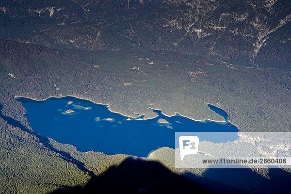 Deutschland  Bayern  Eibsee von der Zugspitze aus gesehen  Hochansicht