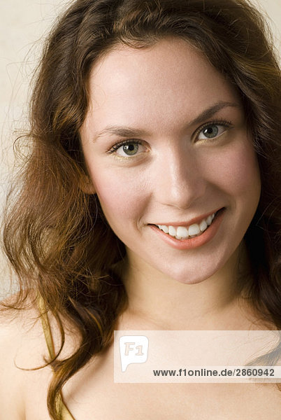 Junge Frau  Lächeln  Portrait  Nahaufnahme