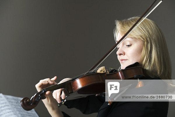 Porträt von Frau Violine