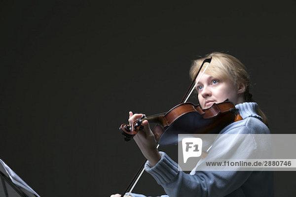 Portrait blond Frau Violine Portrait blond Frau Violine