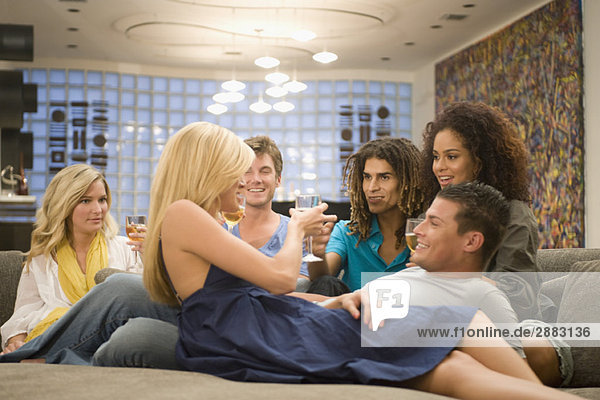 Freunde genießen eine Party