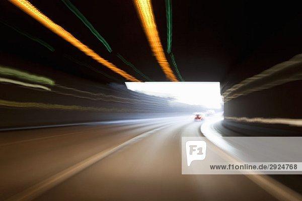 Ein Straßentunnel Ein Straßentunnel