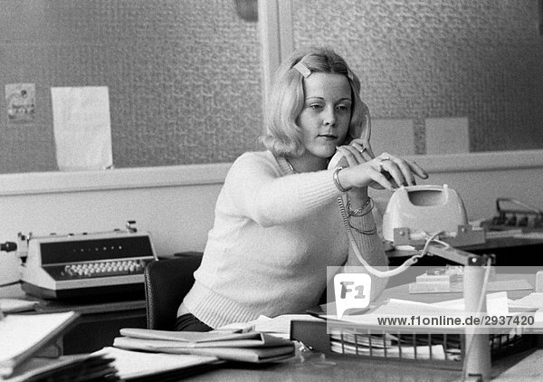 Seventies  black and white photo  economy  work  occupation  office clerk at the writing desk  telephone  aged 25 to 30 years